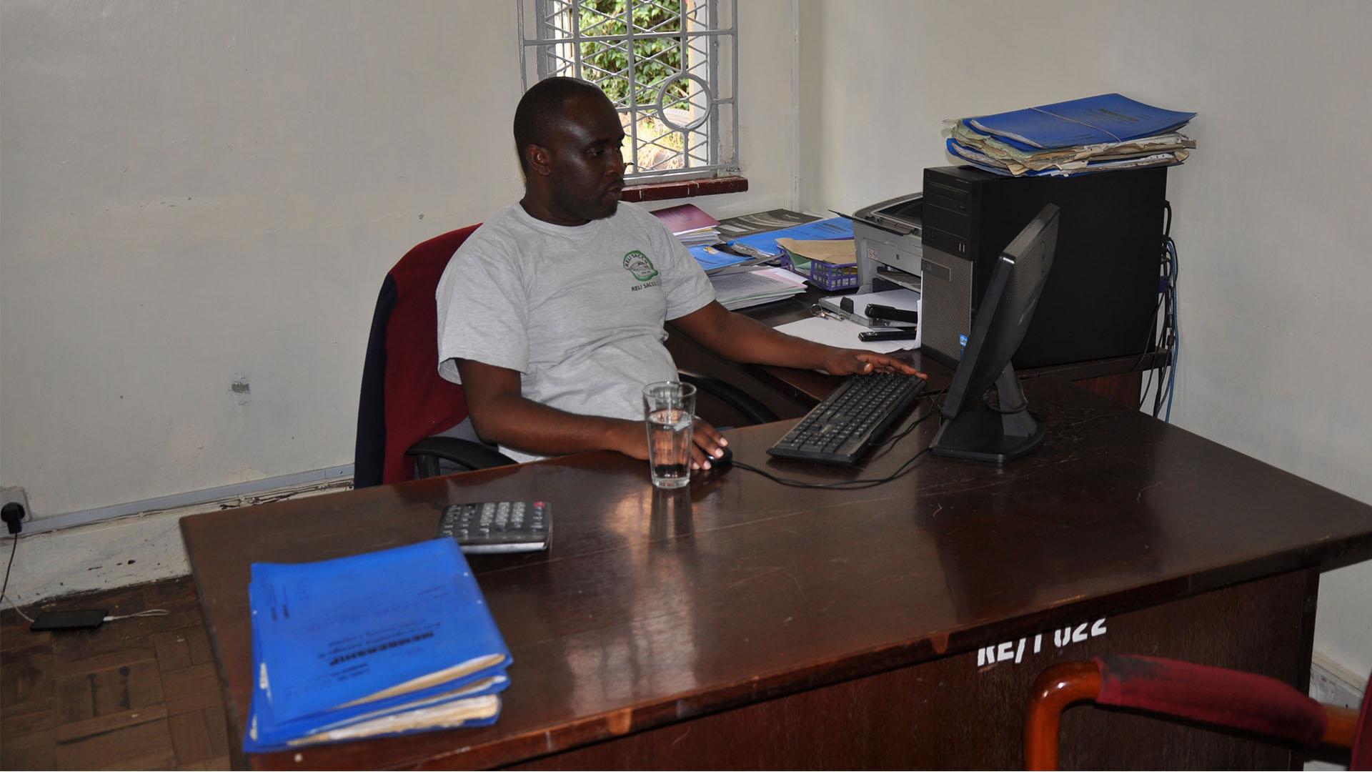 Reli Sacco Staff Serving Clients (10)
