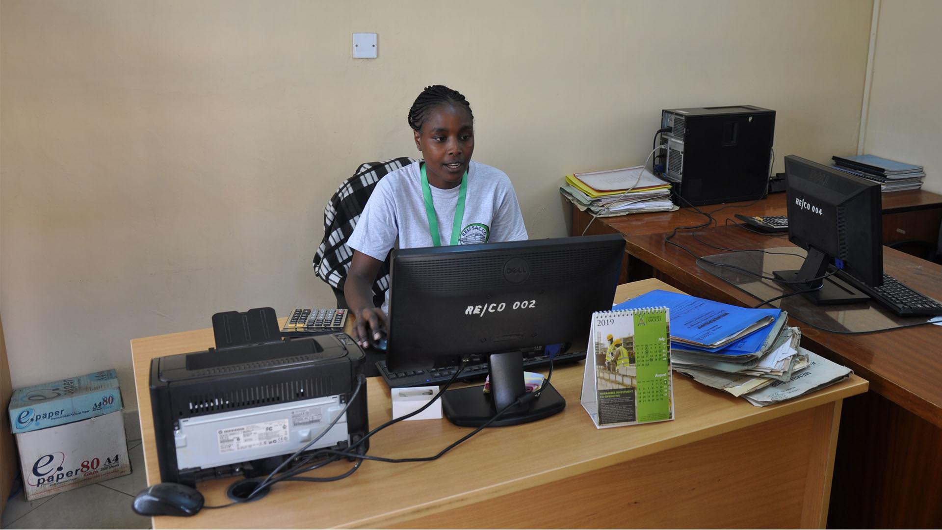 Reli Sacco Staff Serving Clients (15)